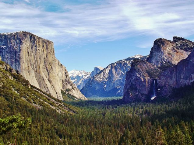 1280px-Yosemite_Valley_from_Wawona_Tunnel_view,_vista_point.