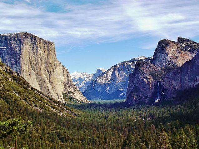 1280px-Yosemite_Valley_from_Wawona_Tunnel_view,_vista_point.