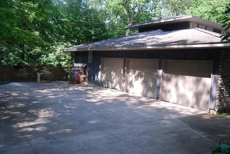 driveway house in Richmond